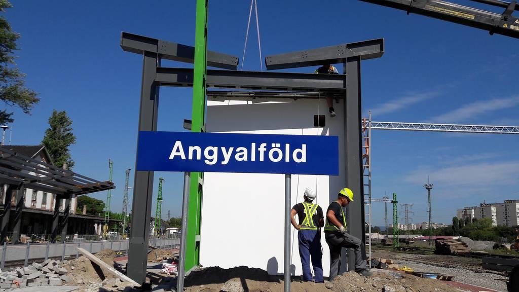 angyalfold-b-peron-szereles-acelepitok-konzol-metal-5