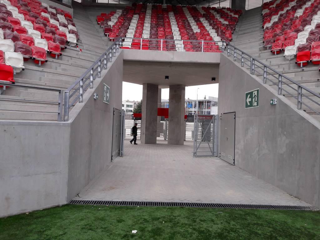 dvtk-stadion-szereles-acelepitok-konzol-metal-1