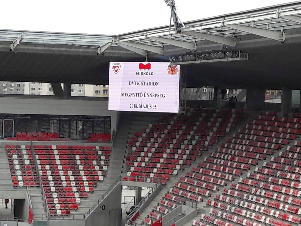 dvtk-stadion-szereles-acelepitok-konzol-metal-10