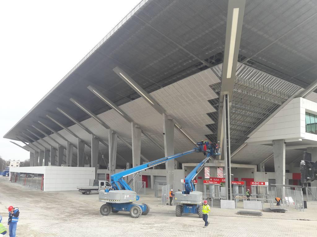 dvtk-stadion-szereles-acelepitok-konzol-metal-13